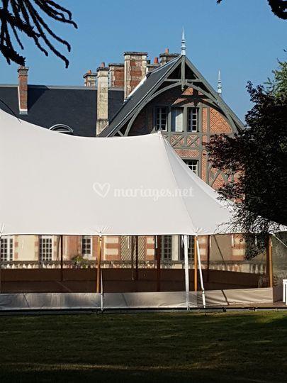 Mariage Château la Faye sous tente silhouette
