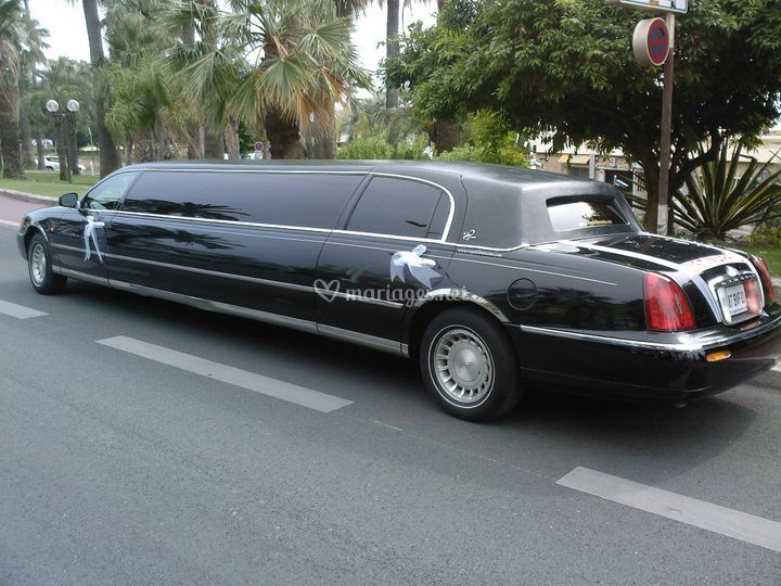 Limousine Lincoln Wave 9 mètres de long