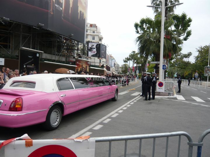Pink Limo Lincoln Wave 9 mètres de long