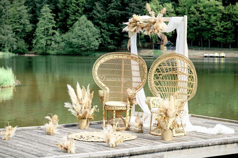 Ceremonie laique bord de l'eau