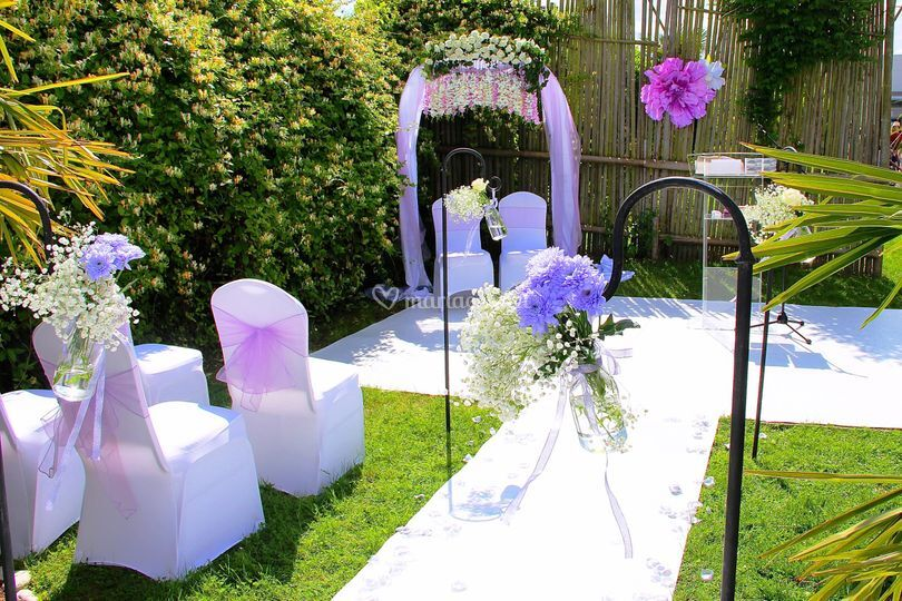 Allée mariés, arche fleurie