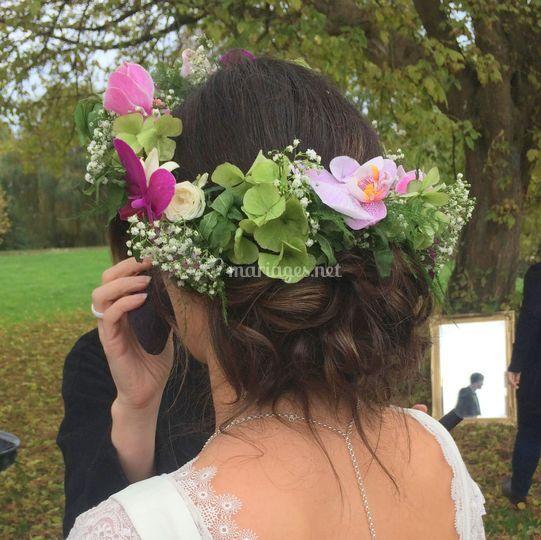 Chignon bas couronne de fleurs