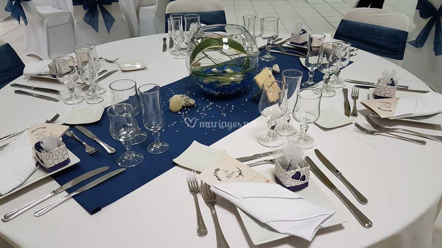 Mariage bleu marine et blanc