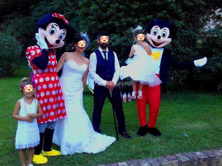 Des mariés heureux