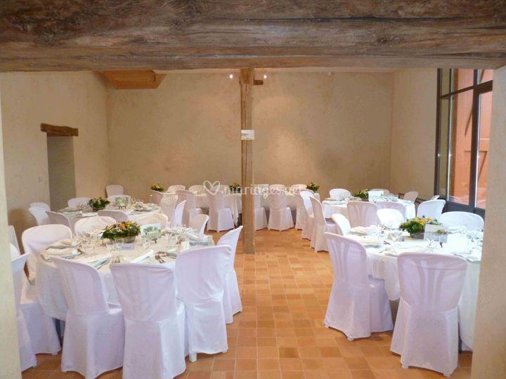 Réception en bas, tables