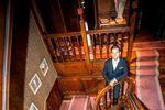 Mariée dans escalier château