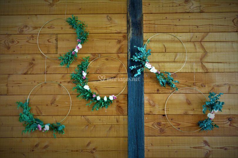 Décoration cerceaux de fleurs