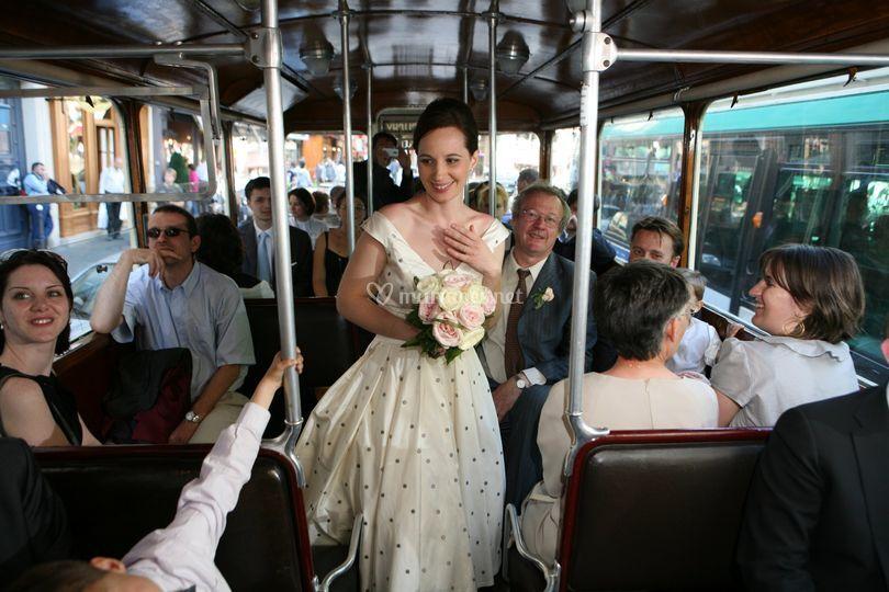 Mariée dans le bus