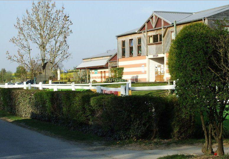 Fa ade de auberge les deux rives photo 4 for Auberge de jeunesse jardin des deux rives