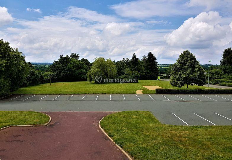 Parking + 1 hectare de terrain
