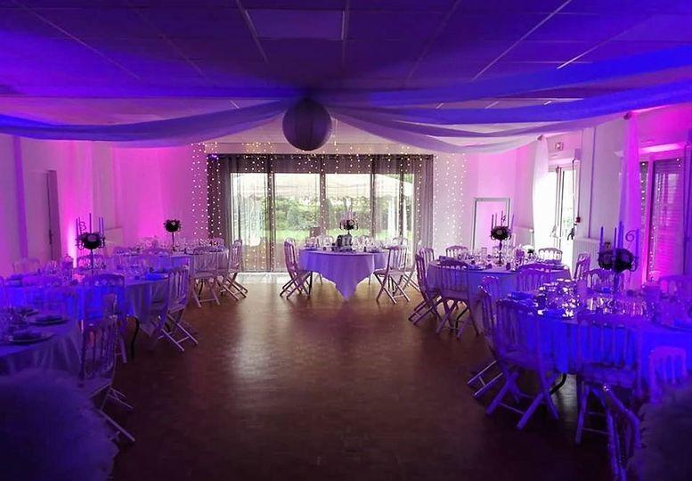Salle décorée / mariage 80pers