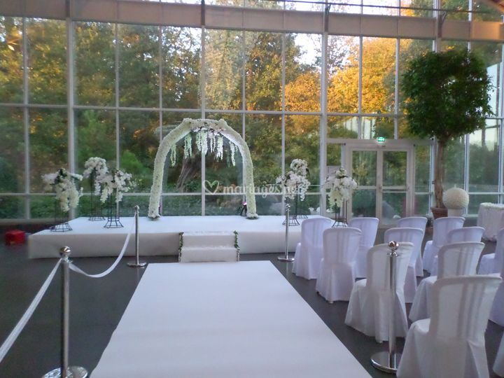 Arche, fleurs, cérémonie