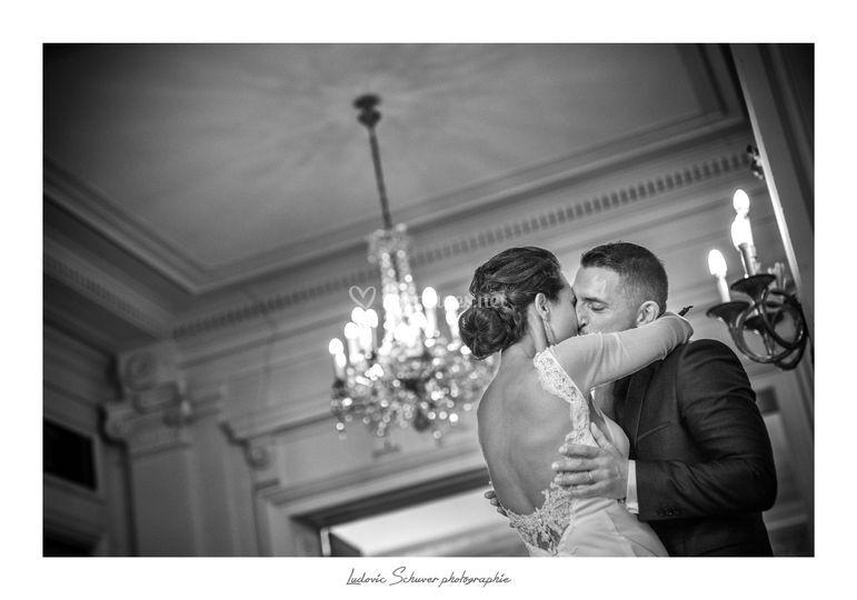 Le baiser de la mairie.