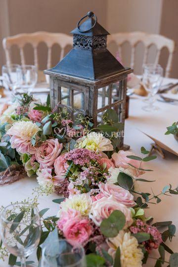Lanterne et guirlande fleuris