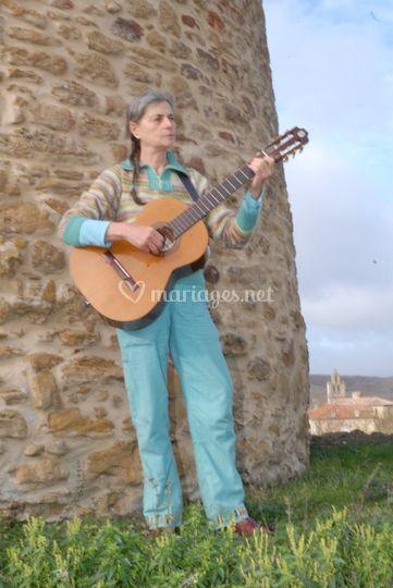 Diane à la guitare