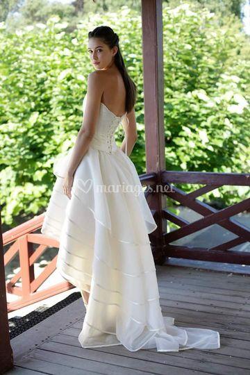 Jolie robe de mariée asymetriq