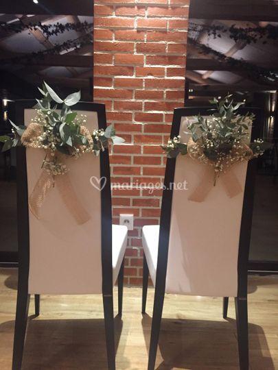 Décoration fleurs chaise marié
