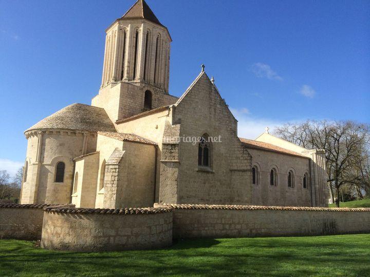 Eglise de Surgères à proximité