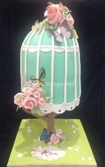 Gravity cake cage