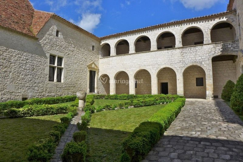 Cour d'honneur de Sainte-Foy