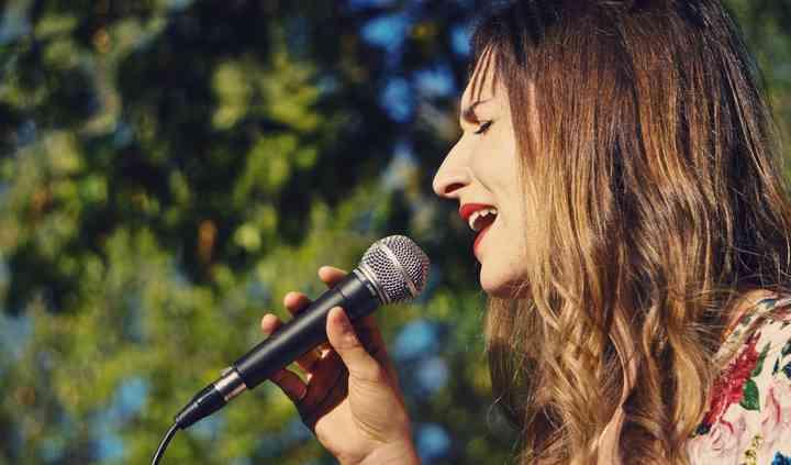 Léna la chanteuse