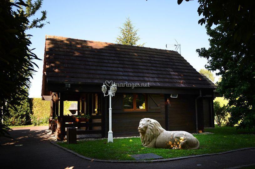 Chalet Lion