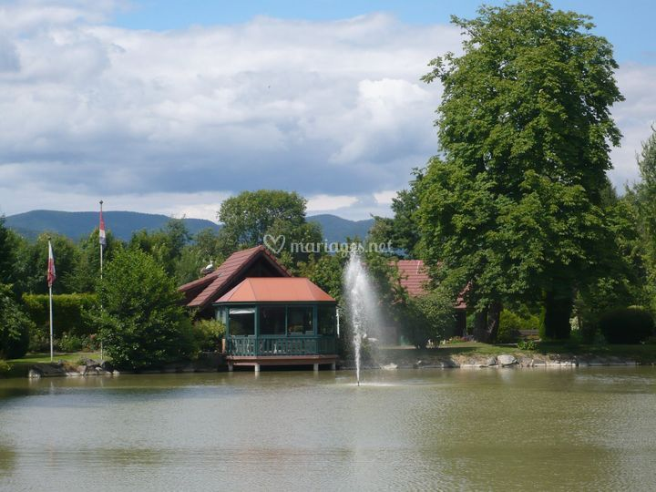 Domaine de chaletang for Piscine gloriette