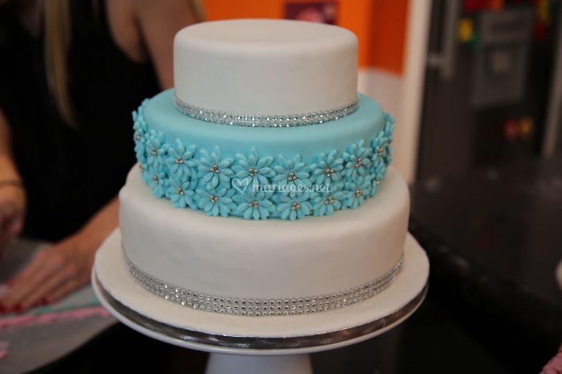 Wedding cake blanc et bleu