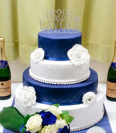 Wedding cake bleu et blanc