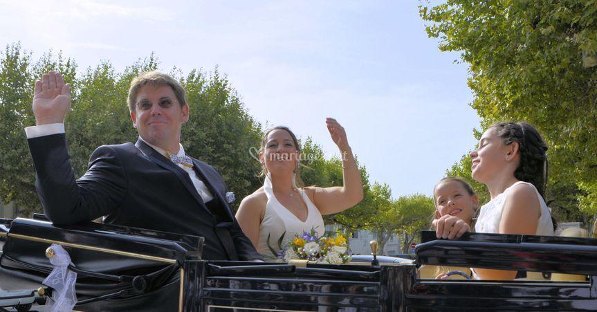 Demoiselles aves les mariés