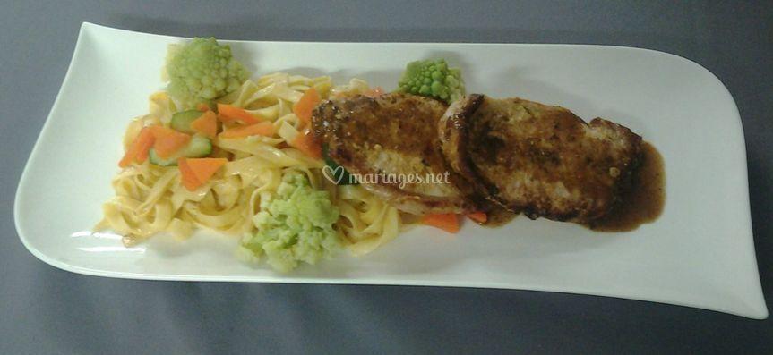 Longe de cochon, tagliatelles aux légumes, sauce moutarde