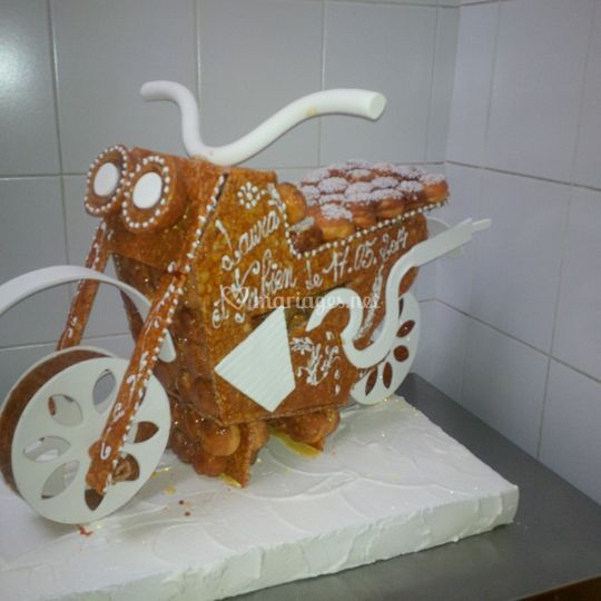 Pièce montée moto