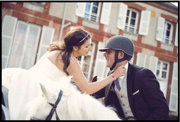 Arrivée des mariés à cheval