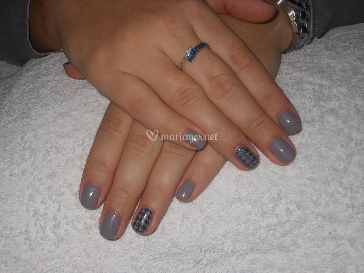 Ongles unis gris
