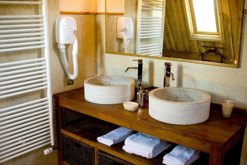 Une salle de bain en luxe