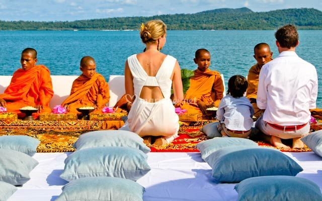 Cérémonie bouddhiste plage