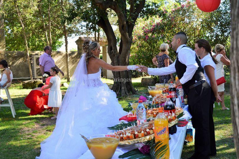 Des mariés heureux.