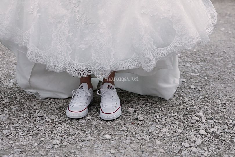 Des baskets sous la robe