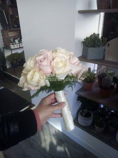 Petit bouquet simple de mariée