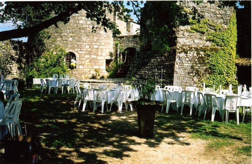 Banquet dans la cour