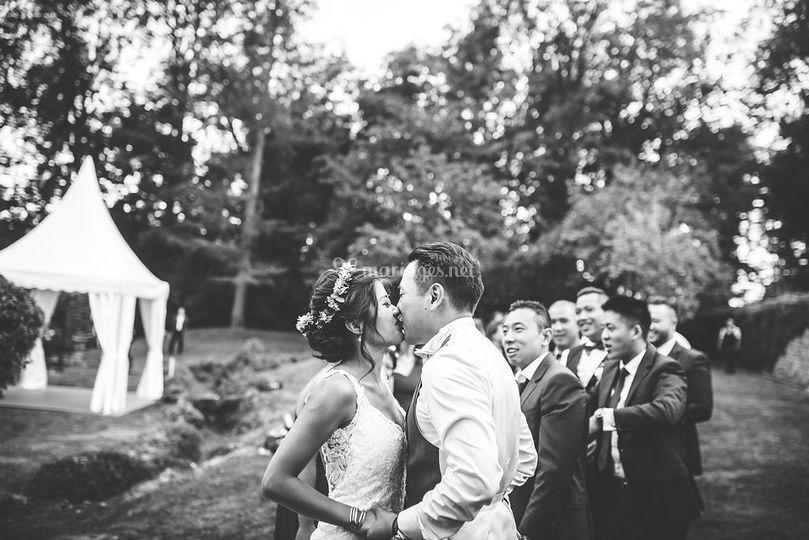 Les mariés et leurs amis