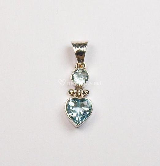 Pendentif coeur topaze bleue
