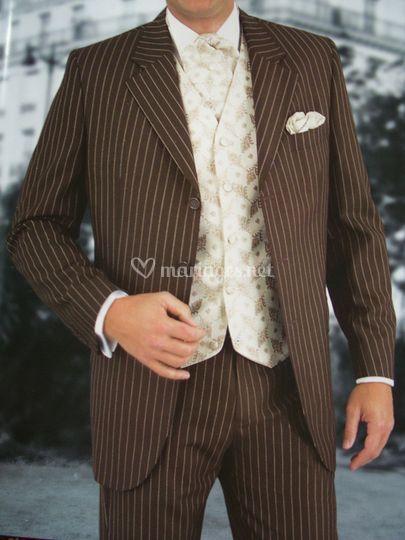 Costume chocolat fines rayures beige