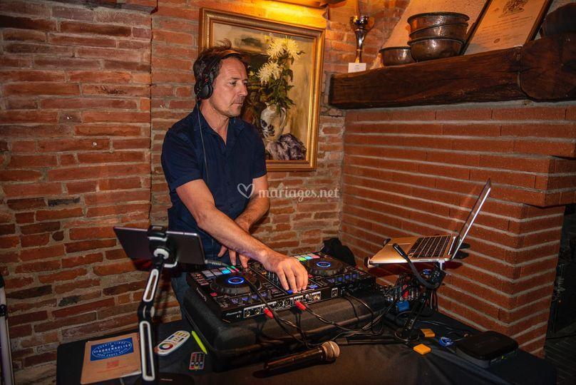DJ Eric M'