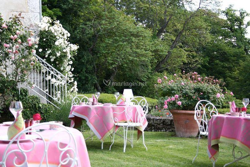 terrasse sur pelouse de la chartreuse du bignac photo 10. Black Bedroom Furniture Sets. Home Design Ideas