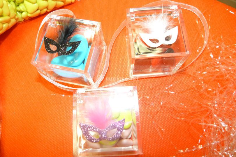 Boite cube et masque