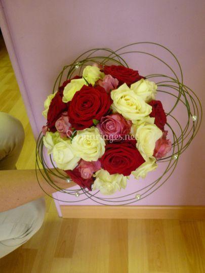 Bouquet de mariée rond roses