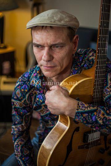 Jérôme à la guitare