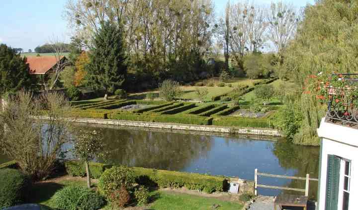 Etang et jardin