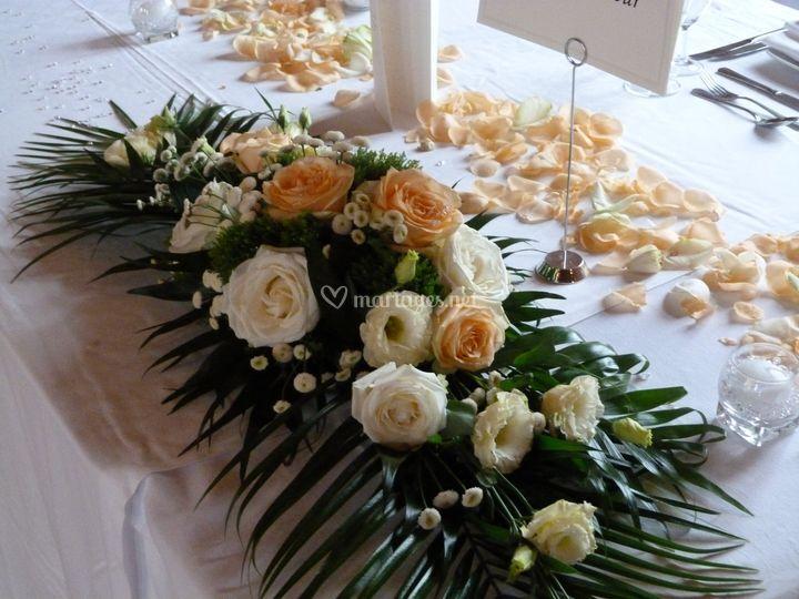 Centre de table avec fleurs fraiches
